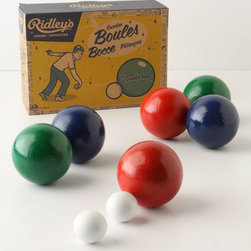 Backyard Bocce Set - Summer fun isn't complete without a good old-fashioned game of bocce ball. I love the vintage appeal of the packaging here.