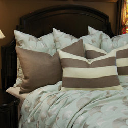 Bedding 2013 - The Hannah King Set Includes: