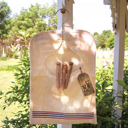 Vintage Style Clothes Pin Bag - There's nothing better than fresh, crisp laundry off the line, and when you're camping it's really your only option. Rather than store my clothespins in the rusty coffee can in which they currently reside, I vow to bring a little vintage flare to the fellows.