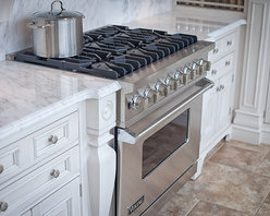 """Viking - Showroom - Viking's 36"""" dual-fuel range is the best built pro range in the industry.  An 18,500 BTU burner, the largest oven capacity, variable speed dual-flow convection oven,and an infrared broiler make this the heart of your kitchen."""