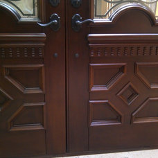 Traditional Front Doors by Mahogany de Honduras