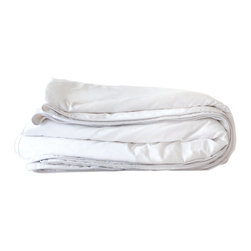 Mulberry West - Mulberry West Mulberry Silk-Filled Comforter, Pearl White - Mulberry West Grade A mulberry silk-filled comforters, specially crafted for our linens company based in the Pacific Northwest, are both lightweight and cozy. They look great right on top of your bed - since silk never shifts or bunches up, there is no need for box stitching.