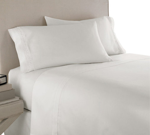 SCALA - 300TC 100% Egyptian Cotton Solid White King Size Fitted Sheet - Redefine your everyday elegance with these luxuriously super soft Fitted Sheet. This is 100% Egyptian Cotton Superior quality Fitted Sheet that are truly worthy of a classy and elegant look.