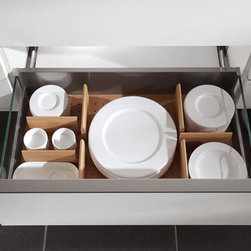 well organised - Are you looking for a corner solution that is an organisational masterpiece making optimum use of space? This is also in the range. Moreover, we have practical tall unit systems and many ingenius details for recesses. All the ingredients you need to make your daily kitchen routine as close to perfect as possible.