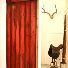 Photo from http://homedesign2you.com/modern-nylon-barn-door-hardware-interior-ki