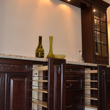 Traditional  by KabCo Kitchens