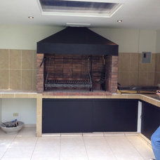 Traditional Outdoor Grills by MR Constructora