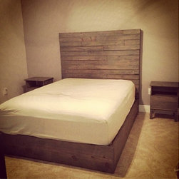 Rustic Platform Bed w/ 4x4 Timber Headboard // Rustic Platform Bed / - This item is for any size bed (please select when purchasing)