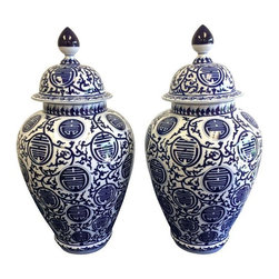 Blue & White Chinoiserie Jars - A Pair - A fabulous pair of Chinoiserie blue and white ginger jars with lids. The jars are made of porcelain and glazed. The jars feature characteristic Chinoiserie detailing with a white background and blue motifs.