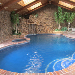 Tropical Pool Oasis in Colorado - A clear, pristine swimming pool and hot tub using Clear Comfort's LifeGuard Technology for no-chlorine pool water treatment.