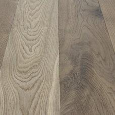 Traditional Hardwood Flooring by Mountain Lumber Company Studio