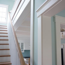 beach style staircase by Hamilton Snowber Architects