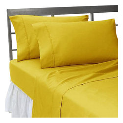 SCALA - 300TC 100% Egyptian Cotton Solid Gold Queen Size Flat Sheet - Redefine your everyday elegance with these luxuriously super soft Flat Sheet . This is 100% Egyptian Cotton Superior quality Flat Sheet that are truly worthy of a classy and elegant look.
