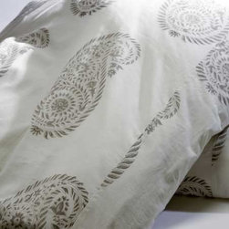 Yvette Duvet les indiennes Organice Cotton Bedding - These subtle yet oversized paisleys make for a simply scrumptious duvet cover. This bedding will make your boudoir soft, comfortable, and relaxing, I promise you!