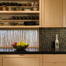 Modern Kitchen Cabinets by FINNE Architects