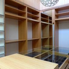 Contemporary Closet by Louie Leu Architect, Inc.