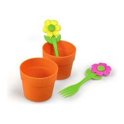 "Fred and Friends - Neat Eats - Flower Cupcakes - Neat Eats aren't your garden-variety cupcake molds. Each charming silicone pot"" comes with an adorable flower fork that you can plant right into the cupcake. Your little crop of sprouts will love these easy-to-serve easy-to-eat treats. They'll become a perennial favorite! You get two sets in each full-color giftbox."