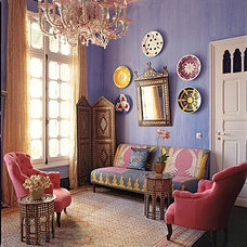 Eclectic  purple living room by dominomag