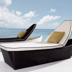 Maro Rattan Sun Bed - Features: