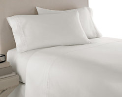 SCALA - 600TC 100% Egyptian Cotton Solid White California King Size Sheet Set - Redefine your everyday elegance with these luxuriously super soft Sheet Set . This is 100% Egyptian Cotton Superior quality Sheet Set that are truly worthy of a classy and elegant look. Cal king Size Sheet Set includes: 1 Fitted Sheet 72 Inch (length) X 84 Inch (width) (Top surface measurement).1 Flat Sheet 108 Inch (length) X 102 Inch (width).2 Pillowcase 20 Inch (length) X 40 Inch (width).