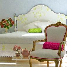 Eclectic  dominomag- eclectic pastel bedroom