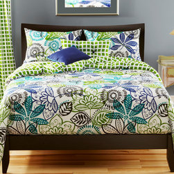 SIScovers - Bali 4-piece Duvet Cover Set - Update the decor in your bedroom with this pretty duvet cover set. The set is constructed from 100 percent polyester,making it easy to care for,and the cover and pillows are reversible,allowing you to change things up every now and then.