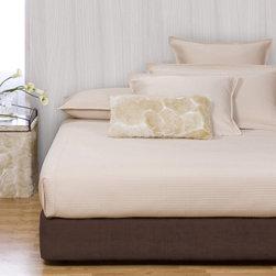 Howard Elliott - Sterling Chocolate Platform Bedroom Set (Kit and Cover) - Choose Size: Full