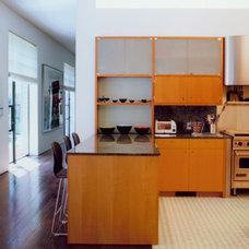 Modern Kitchen by Baltis Architects