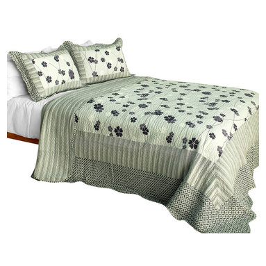 Blancho Bedding - Night FallsCotton 3PC Vermicelli-Quilted Floral Patchwork Quilt Set Full/Queen - Set includes a quilt and two quilted shams (one in twin set). Shell and fill are 100% cotton. For convenience, all bedding components are machine washable on cold in the gentle cycle and can be dried on low heat and will last you years. Intricate vermicelli quilting provides a rich surface texture. This vermicelli-quilted quilt set will refresh your bedroom decor instantly, create a cozy and inviting atmosphere and is sure to transform the look of your bedroom or guest room. Dimensions: Full/Queen quilt: 90 inches x 98 inches  Standard sham: 20 inches x 26 inches.