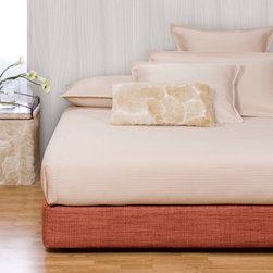 Howard Elliott - Coco Coral Platform Bedroom Set (Kit and Cover) - Choose Size: Queen