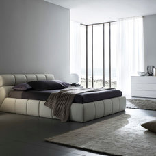 Modern Beds by DIV Furniture