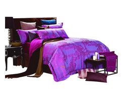 Dolce Mela - Dolce Mela DM471 Jacquard Damask Luxury Bedding Duvet Covet Set, Queen - Decorate with a look that combines modern world and luxury with this unique duvet cover set from Dolce Mela, featuring glossy fuchsia damask patterns on a dark slate-blue background.
