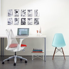 Modern Home Office by UPinteriors