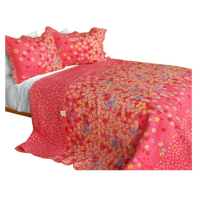 Blancho Bedding - The Snow Queen Cotton-Contained 3-Piece Patchwork Quilt Set - Set includes a quilt and two quilted shams (one in twin set). Shell and fill are 100% cotton. For convenience, all bedding components are machine washable on cold in the gentle cycle and can be dried on low heat and will last you years. Intricate vermicelli quilting provides a rich surface texture. This vermicelli-quilted quilt set will refresh your bedroom decor instantly, create a cozy and inviting atmosphere and is sure to transform the look of your bedroom or guest room. Dimensions: Full/Queen quilt: 90 inches x 98 inches  Standard sham: 20 inches x 26 inches.