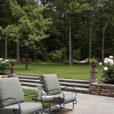 Traditional Landscape by Gregory Lombardi Design