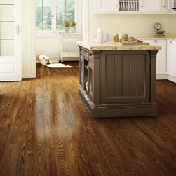 Lauzon Antique - With a bright yet worn, antique-look finish, Lauzon Antique combines the best of the past and the present with this long-wearing, authentic wood floor. It's the perfect choice for this kitchen that combines country charm and modern simplicity, in the color Cigarillo.