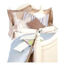 Glenna Jean - Preston Children's Bedding Set Full (4-Piece) - The Preston Children's Bedding Set is a gorgeous designer bedding set that will look great in any girl's room.