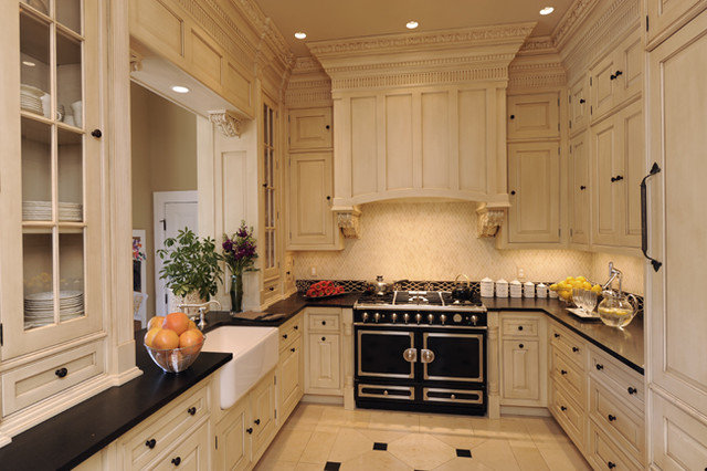 Traditional Kitchen by Montgomery Roth Architecture & Interior Design