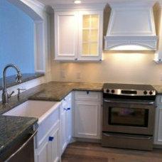 Beach Style Kitchen by Cawthra Construction & Interior Design