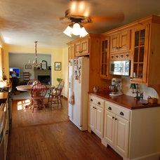 Traditional Kitchen by Valley Kitchen Sales & Service