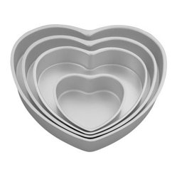 Wilton Decorator Preferred Aluminum 4 Piece Heart Pan Set