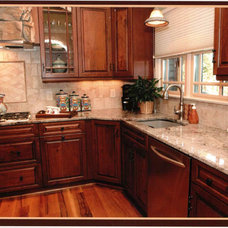 Traditional Kitchen Countertops by Emerald Peral Kithchens & Baths Inc.
