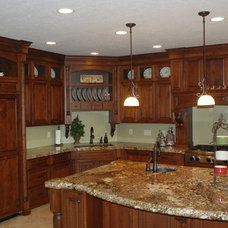 Traditional Kitchen Cabinets by Heritage Cabinets & Custom Furniture, LLC