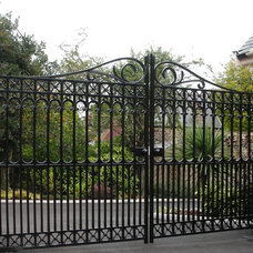 Traditional Fencing by Wiemann Metalcraft