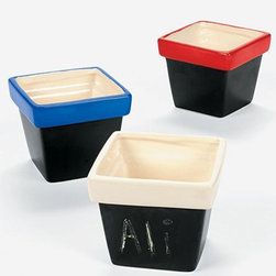 Terra-Cotta Pots With Chalkboard Base - How fun are these planters? You can personalize them with names or write the herb/plant you're growing on the front. Or, get creative and use colorful chalk drawings to decorate. Great for kids.