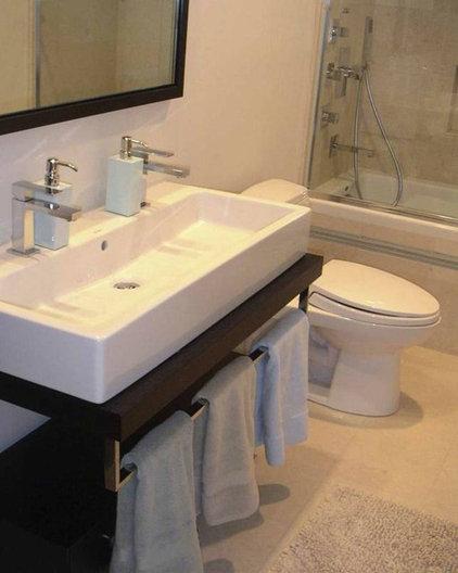 Modern Bathroom by Innerspace Interior Design LLC
