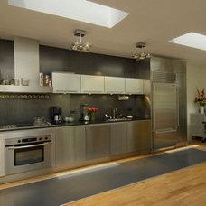 Modern Kitchen by Abelow Sherman Architects LLC
