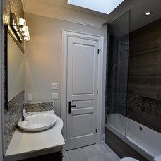 Traditional Bathroom by Memar Architects Inc.