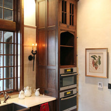 Traditional Kitchen Cabinetry by Hull Historical