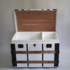 Vintage Steamer Trunk - This gasp-worthy vintage trunk is in fabulous condition. Organization never had it so chic.